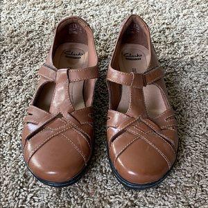NEW Clark's leather t strap comfort slip on shoe